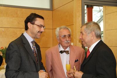 Alfred Mahn im Gespräch mit Dr. Michael Schwab, Ärztl. Direktor Geriatriezentrum Bürgerspital und  Egon Schrenk, Stiftungsratsmitglied